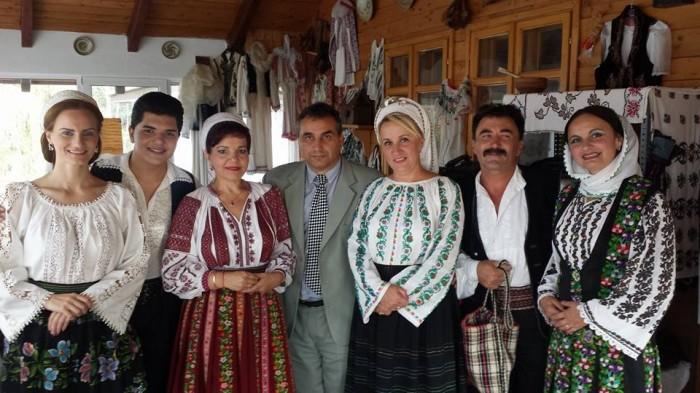 Adrian Dinescu si Ansamblul Folcloric jpg
