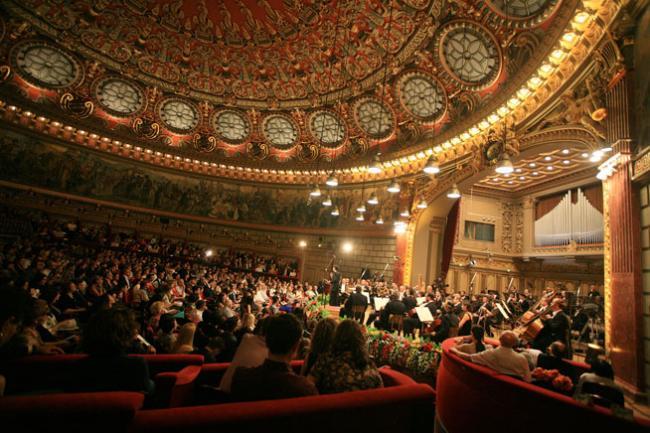 Publicul de la Ateneul Roman in timpul editiei 2014 a Concursului Enescu