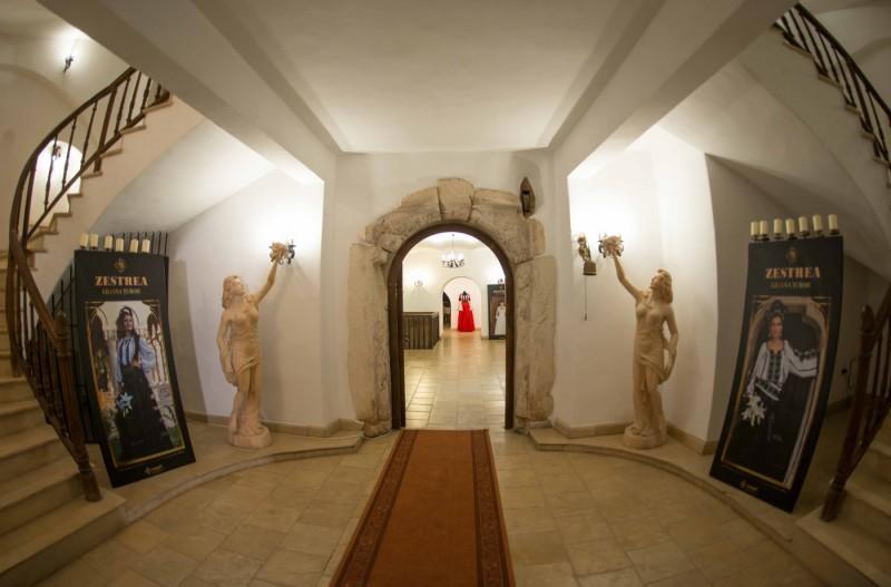 expozitie-zestrea-la-castelul-jidvei-lowrez